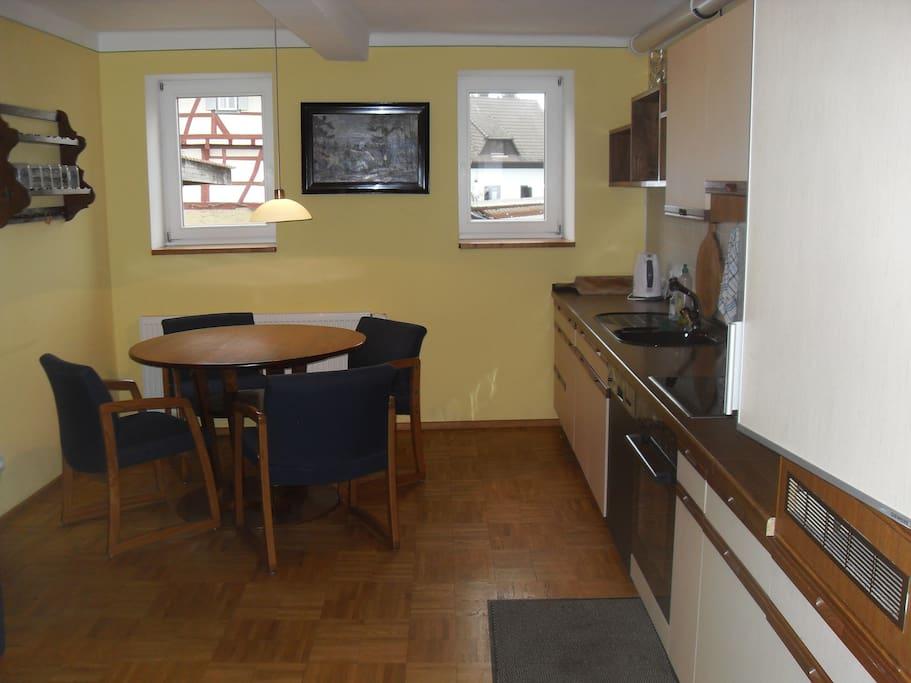 Voll ausgestattete gemütliche Wohnküche