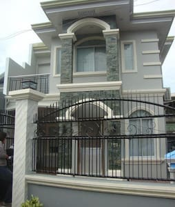 Cosy 4BD fully airconditioned house - Iloilo City