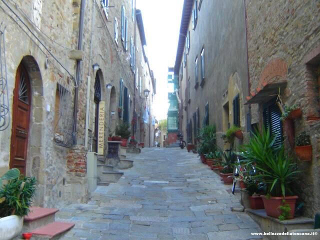 Alleys in Castiglione della Pescaia's historic center