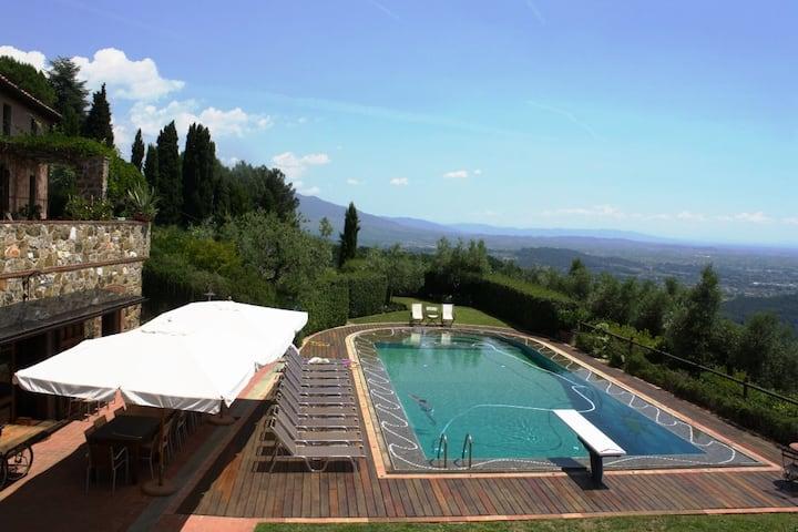 Stunning Tuscan Stone Home with Pool & Sauna Lucca