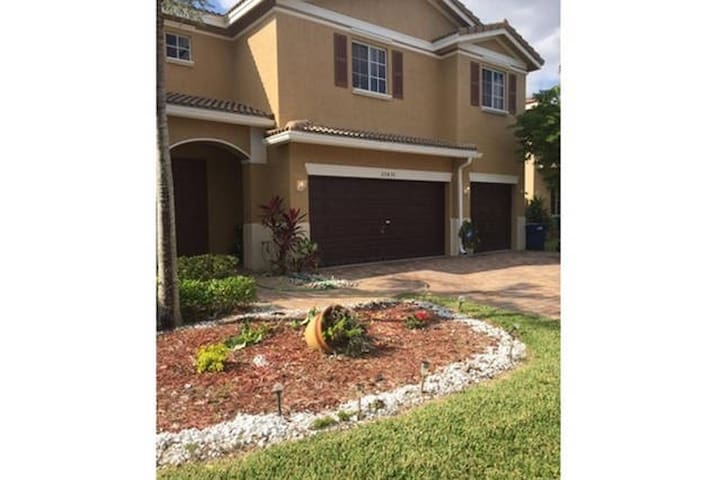 Sandy's home - Miami Gardens - Rumah