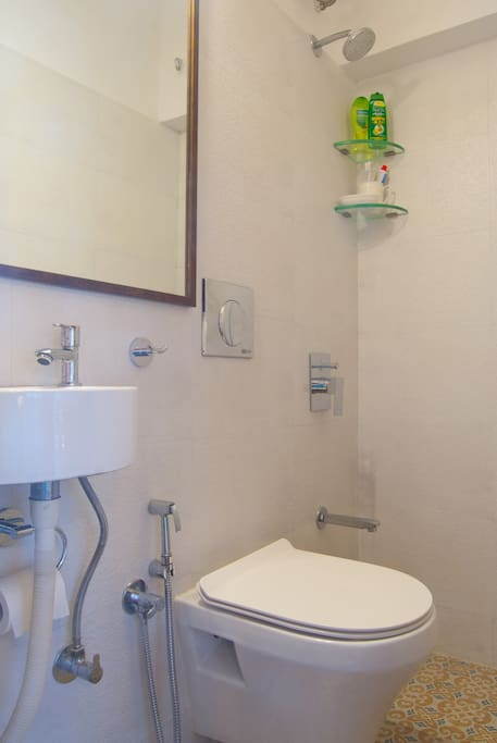 Tiny lil ensuite bathroom - clean, with a hot shower and all essentials