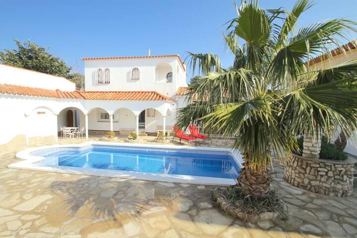 Classic luxury 6 bedrooms villa - Miami Platja - Villa