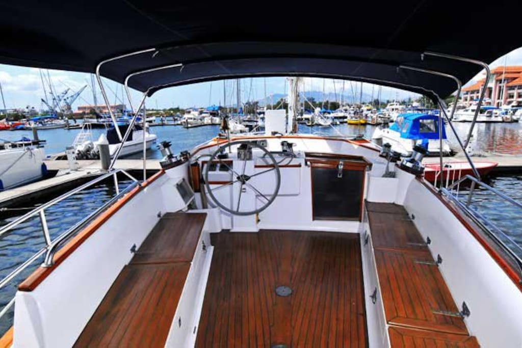 RJM raised cockpit at the stern seats 10 persons comfortably and safely, sheltered from the elements by the full bimini that covers both the cockpit and the stern deck