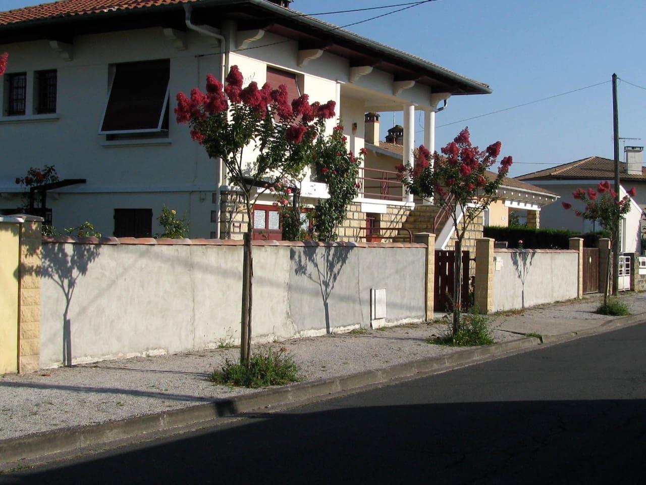 Villa vue de la rue