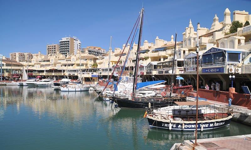 Puerto Marina first line (A62)