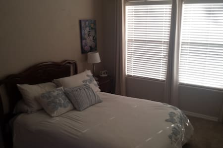 Private Entry Bedroom w/ full bath - El Mirage - Dom
