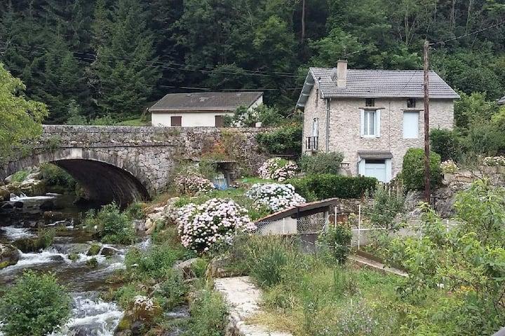 La Maison au pied du Montcalm