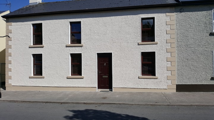 Recently renovated  5 bedroomed Town house