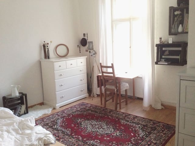 room in shared flat with terrace wifi apartments for rent in berlin berlin germany. Black Bedroom Furniture Sets. Home Design Ideas
