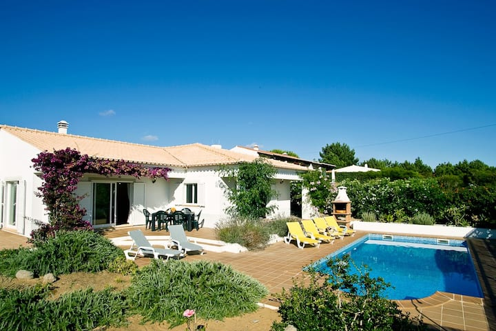 Casa Garrod - Spacious Family Villa