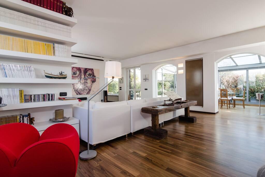 Moderno e luminoso attico con grande terrazzo for Appartamenti in affitto treviso non arredati