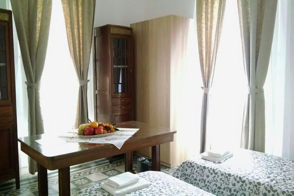 Domus nikolai 4 stanze 4 bagni luminosissimo for Stanze in affitto bari