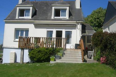 Maison individuelle avec jardin - Mûr-de-Bretagne