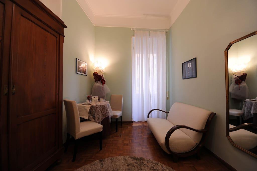Padma camera matrimoniale con sofà