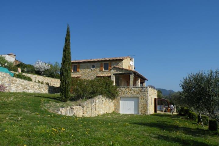 Maison avec piscine en Sud Ardèche