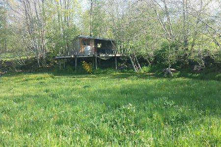 Cabazen cabane et garde d'enfants - saint ours les roches  - Cabin