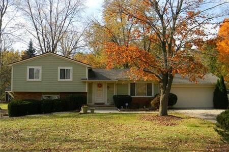 Beautiful MCM in Quiet Neighborhood - West Bloomfield Township - Huis