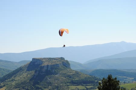 Vacances en Drôme Provençale - Mévouillon