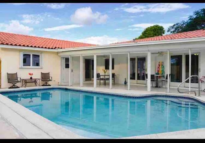 In Heart of Boca Raton Best of boca w/ Heated pool