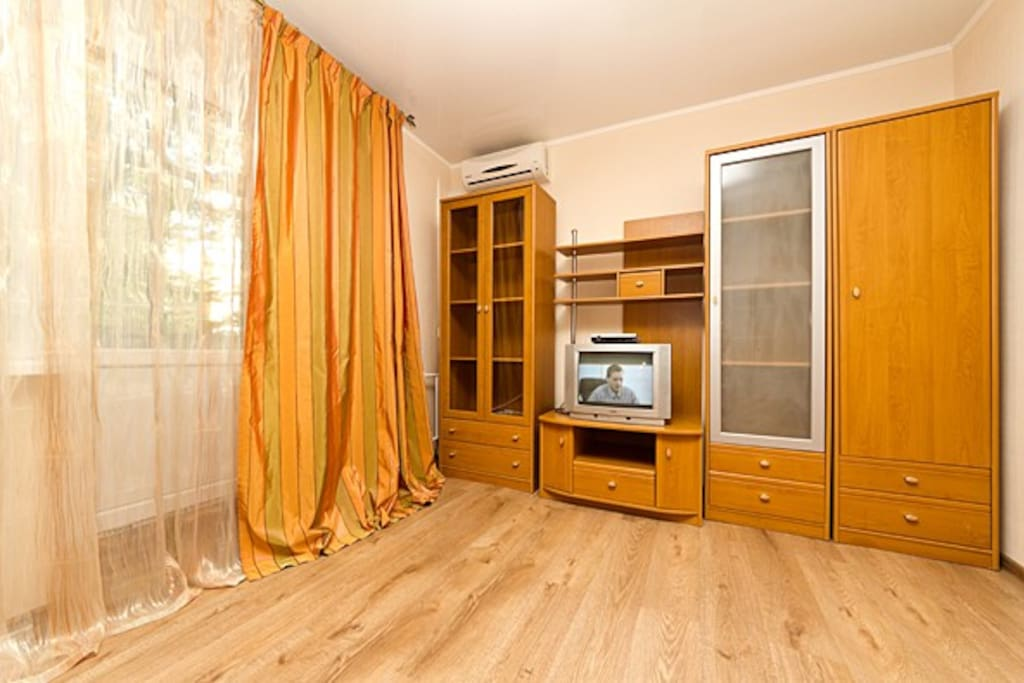 Nice airconditioned livingroom with lovely balcony. Now this room has flat screen TV!