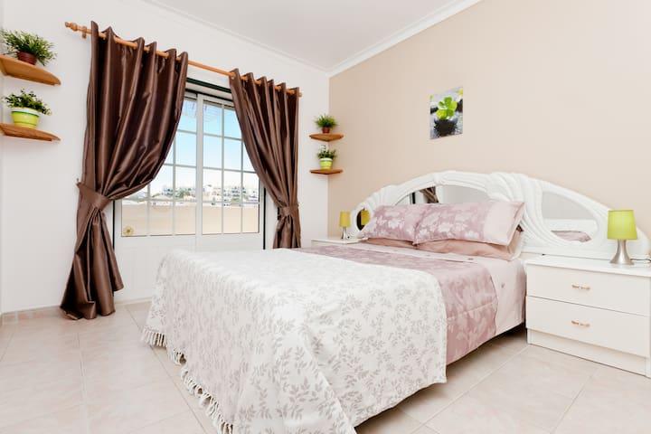Master bedroom, in  2 bedroom apartment in  Ferragudo