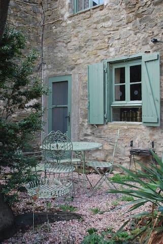 la maison du Cerisier du château de Paulignan