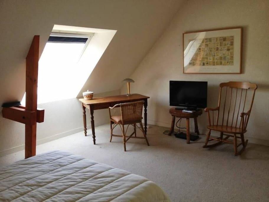 Chambre double avec TV & lecteur DVD et accès balcon