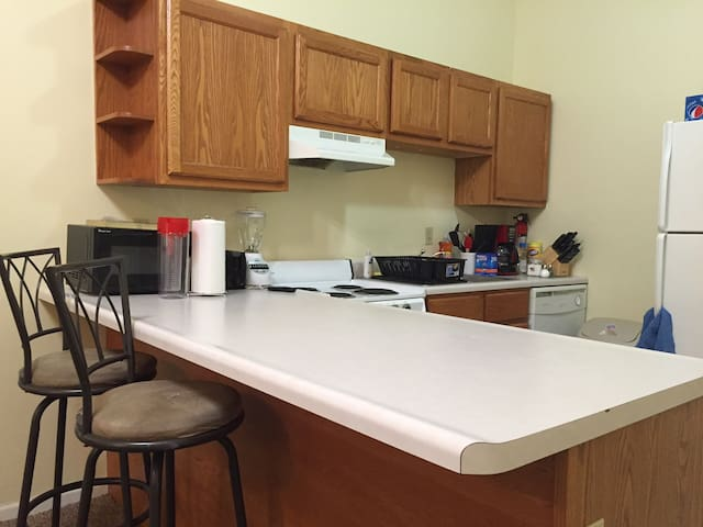 Great condo near campus - Urbana - Apartamento