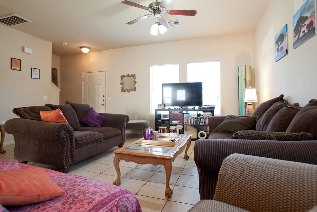 Spacious living room - Smart TV,  2 large sofas, 1 futon and over sized lounge chair