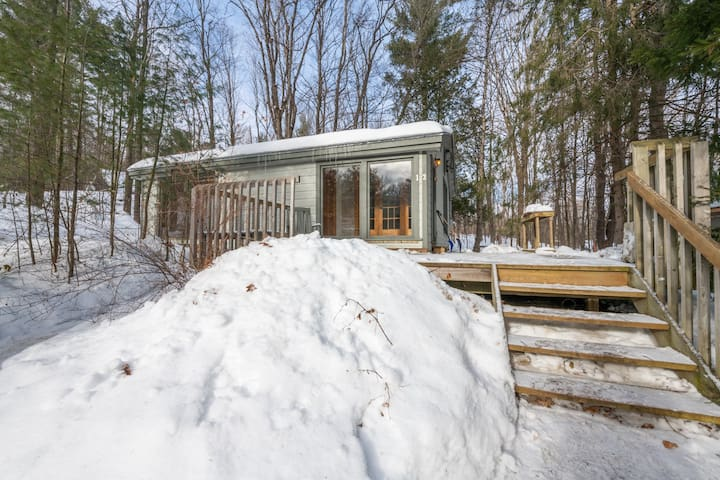 Room in chalet surrounded by nature, Gatineau Park