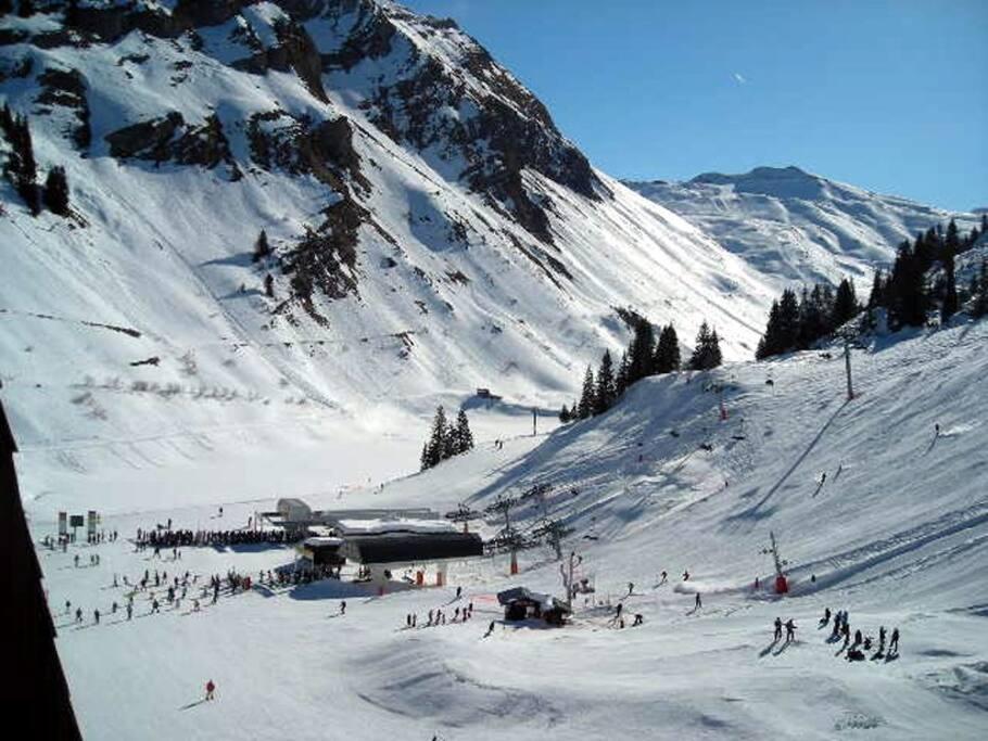 Balcon orienté au sud : Vue sur le Lac d'Avoriaz et la Suisse