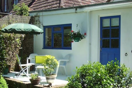 Overglen Court B&B - Hill Brow - Bed & Breakfast