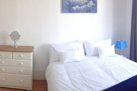 Clean & quiet Room @ central london - Lontoo