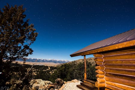 """It`s all about the Views  Log """"Cabin on the Rocks"""""""