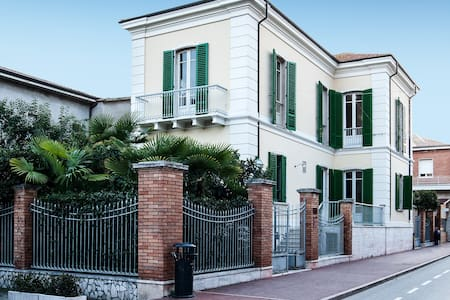 Villa. Dimora storica fronte mare  - Giulianova - Villa