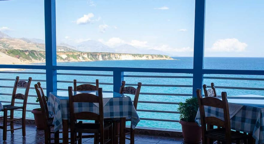Sunrise rooms and tavern with great sea view - Frangokastello - Гестхаус