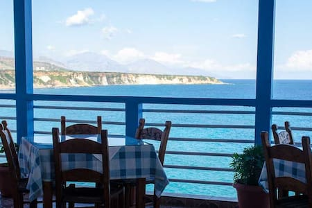 Sunrise rooms and tavern with great sea view - Frangokastello