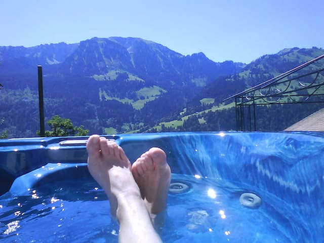 Unique view from the whirlpool - Weissenburg - Apartmen