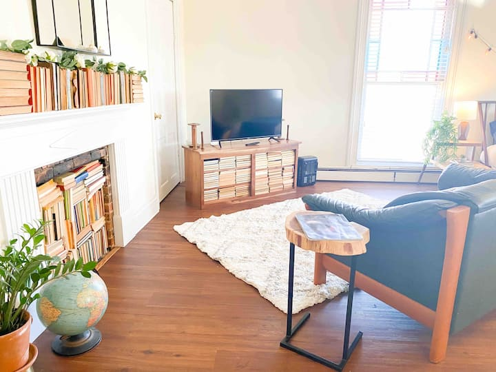 Private room with kitchen in downtown Abingdon VA