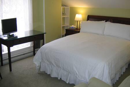 The Kennybunk Room - Lewisburg