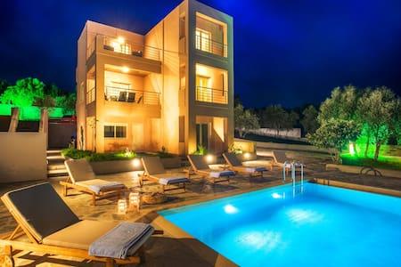Villa Mimis with private pool nr Kalyves-Almyrida - Chania - Vila