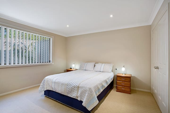 Townhouse on Tomaree - Central to CBD