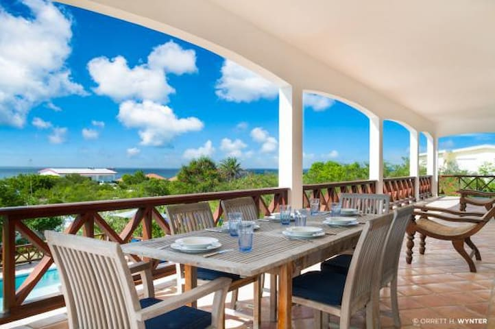 Tamarind Villa - Ideal for Couples and Families, Beautiful Pool and Beach - Shoal Bay VIllage