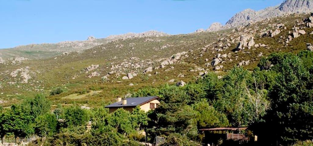 CASITA EN LA MONTAÑA EN PEDRIZA - becerril de la sierra - Huis