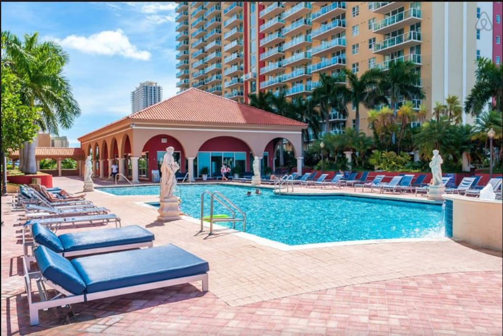 Waterview Pool Deck, Very Comfortable Chaise Lounges