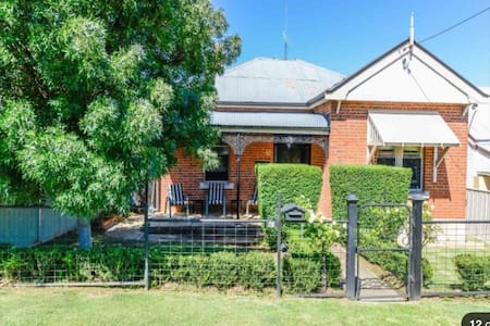 Cute 3 bedroom Cottage - East Tamworth
