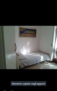 affittasi stanza arredata  - San Donato Milanese