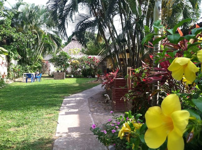 Great garden bungalo close to all - San Blas  - Apartamento