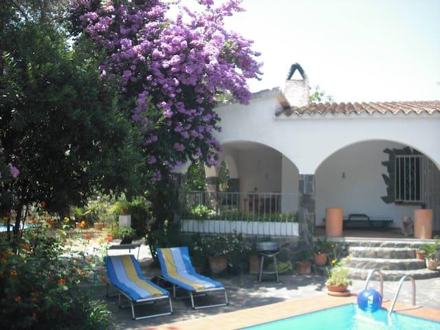 Charmantes Haus mit Pool und Garten - El Mas Boscà - Haus